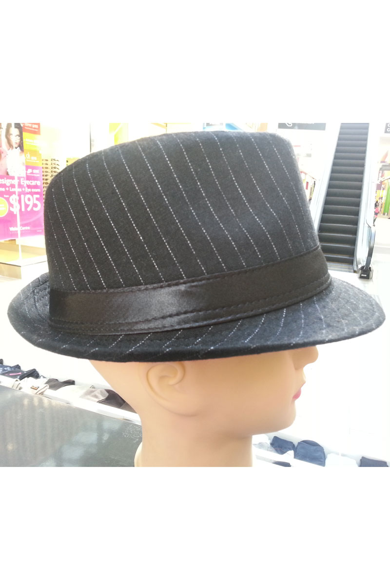 Hat in black with thin white stripes