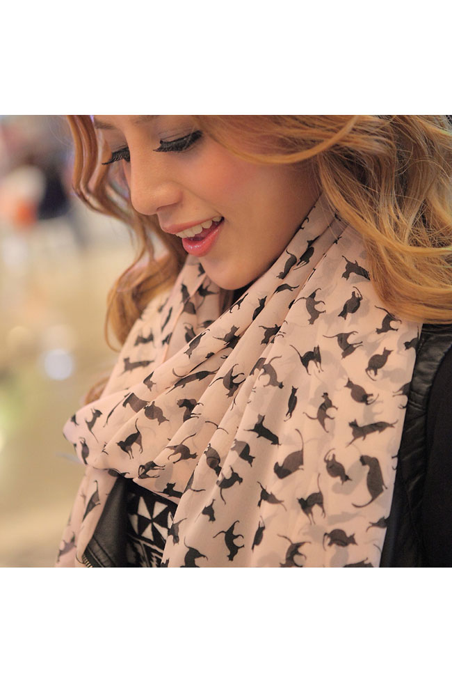 Scarf in beige with cats pattern in black