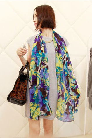 Scarf colorful pattern violet