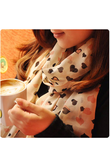 Scarf in beige with hearts pattern