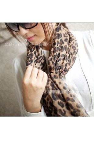 Scarf in coffee with leopard pattern