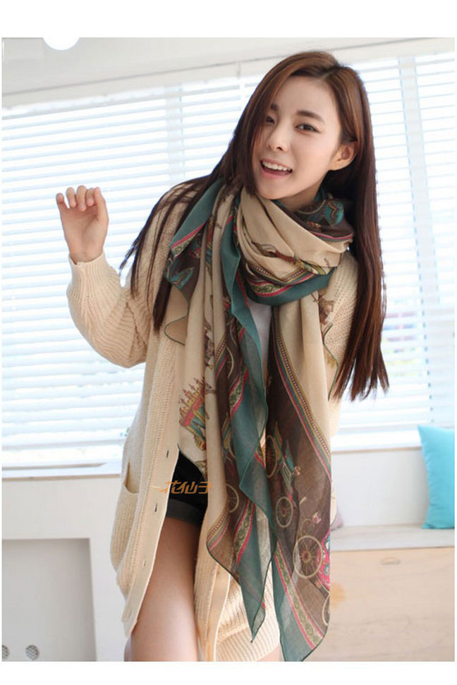 Scarf in green with carriages and castles