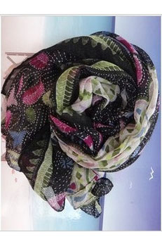 Scarf in mixed colors and patterns