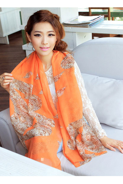 Scarf in orange leopard pattern