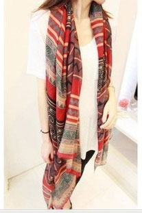 Scarf in red with geometrical pattern