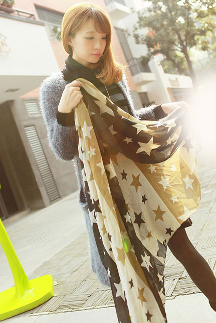 Scarf with stars pattern