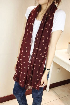 scarf in wine color with pink dots